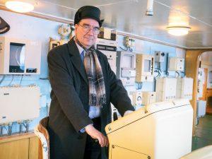 Arto Laakso ydinjäämurtaja Leninin ohjaimissa. Vuosi 2018. Kuvaaja Ari Vuorela.
